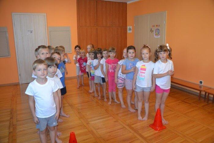 dzieci na gimnastyce
